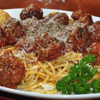Spaghetti_and_meatballs_1